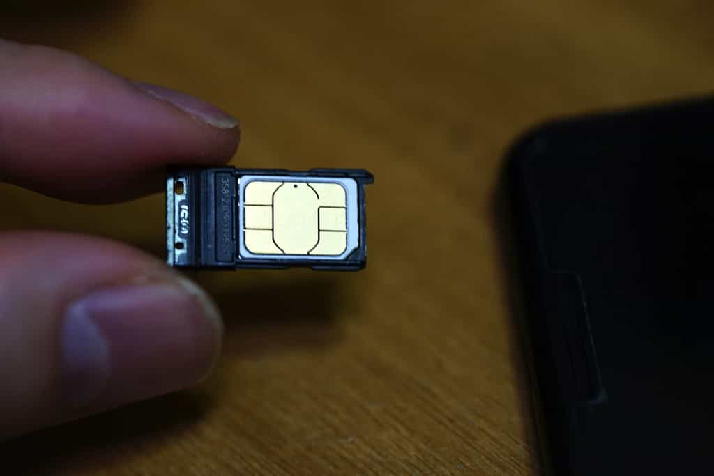 SIMカード入れ替え